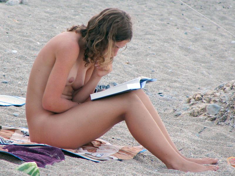 外国人ポルノエロ画像!!裸体見せながら読書する美女がフェロモン出しまくりでさいこっちょ~wwww 31 11