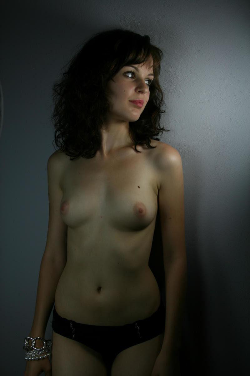 ガイコクジンエロ画像wパンティー一つでノーブラオッパイ丸出しの外国人ポルノwwwwwww 31 72