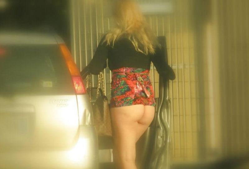 これが世界の売春だ!!立ちんぼが車の男に声をかけて体を売るワンシーンぽるのエロ画像www 35 16