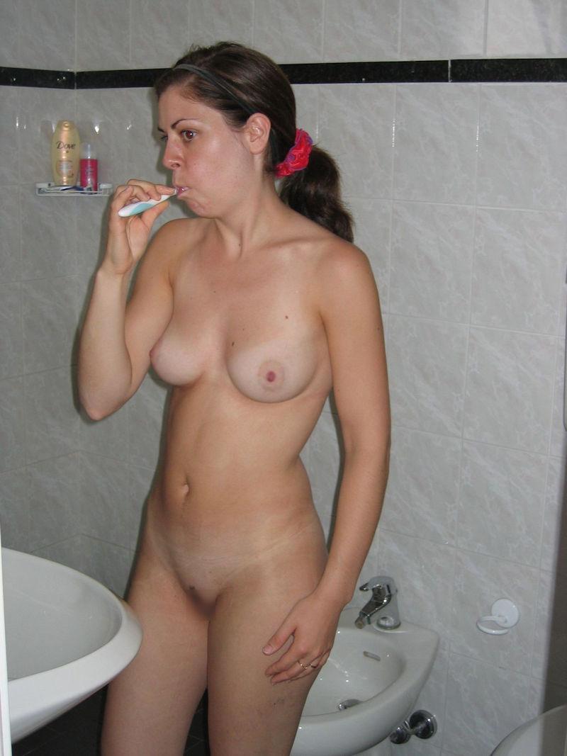 ガイコクジンエロ画像w歯ブラシごしごし磨いちゃう全裸ヌード美少女がヤバいポルノwwwww 35 64