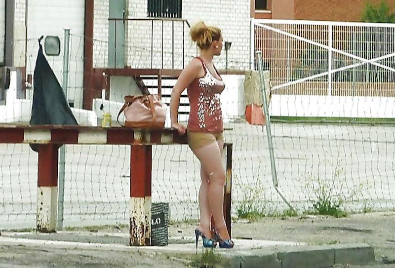 これが世界の売春だ!!立ちんぼが車の男に声をかけて体を売るワンシーンぽるのエロ画像www 36 14