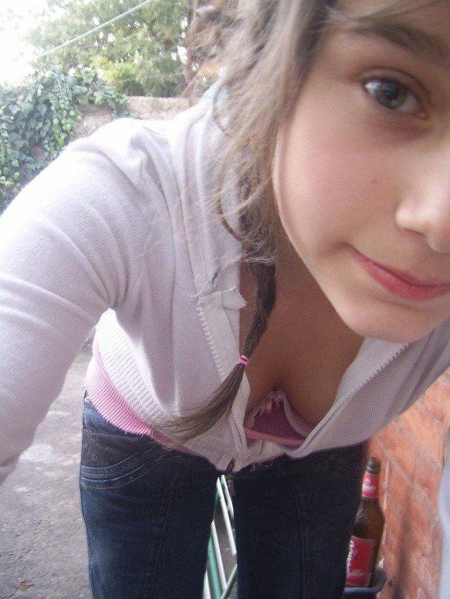 がいこくじんエロ画像w若い童顔美少女が胸チラで乳首フル勃起見せちゃうぞ~~~~~ 4 45