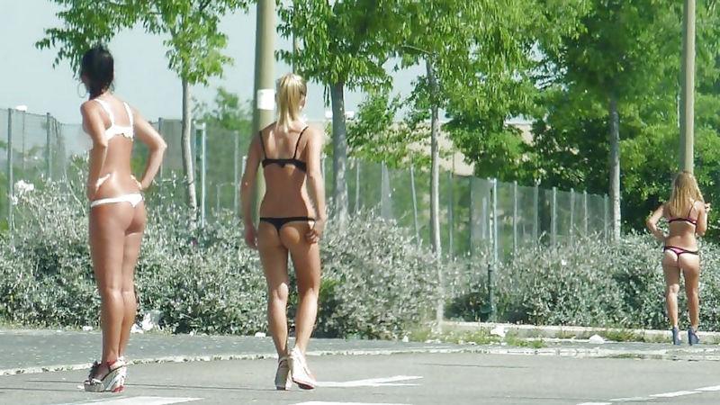 これが世界の売春だ!!立ちんぼが車の男に声をかけて体を売るワンシーンぽるのエロ画像www 42 10