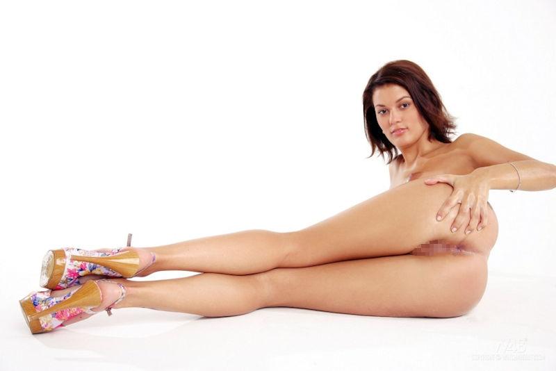 外人ポルノエロ画像!!足が長くて美脚外国人美女をヌード撮影した結果↓↓超エロいんですけどwwww 42 3