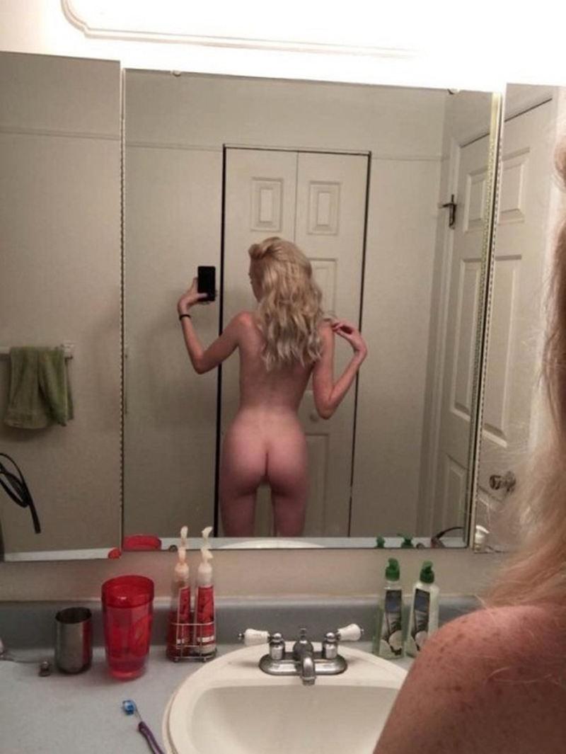 外国人エロ画像wお部屋で自撮り全裸ヌード見せちゃう超カワイ子ちゃんのポルノwwww 42 59