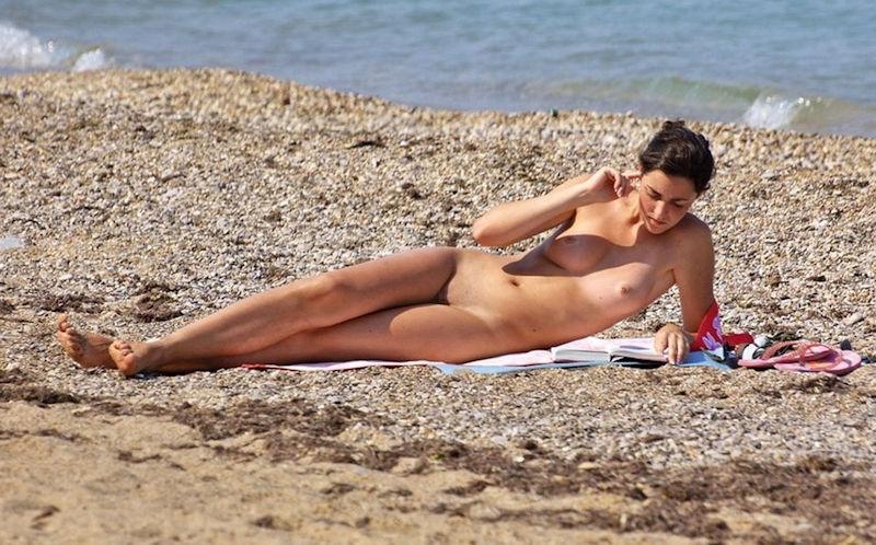 外国人ポルノエロ画像!!裸体見せながら読書する美女がフェロモン出しまくりでさいこっちょ~wwww 43 6