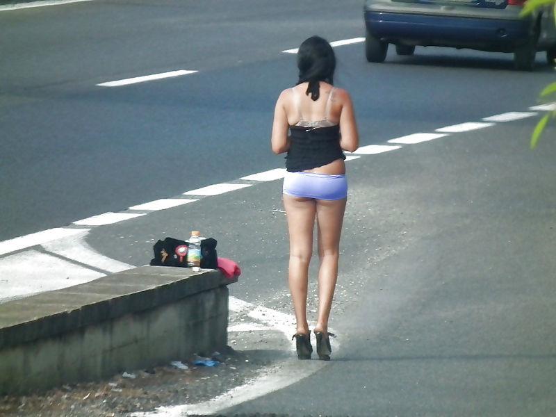 これが世界の売春だ!!立ちんぼが車の男に声をかけて体を売るワンシーンぽるのエロ画像www 43 9