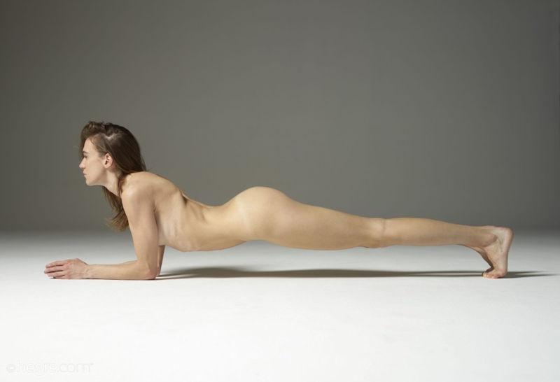 外人ポルノエロ画像!!足が長くて美脚外国人美女をヌード撮影した結果↓↓超エロいんですけどwwww 44 1