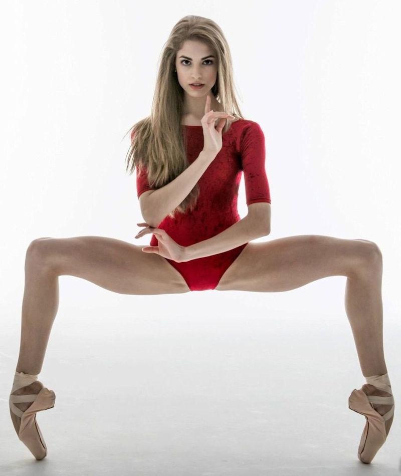 外人ポルノエロ画像!!足が長くて美脚外国人美女をヌード撮影した結果↓↓超エロいんですけどwwww 45 1