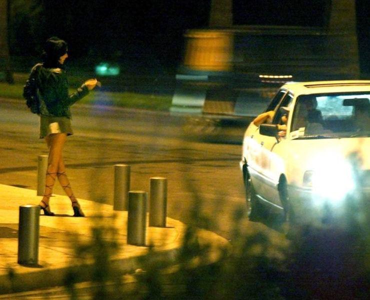 これが世界の売春だ!!立ちんぼが車の男に声をかけて体を売るワンシーンぽるのエロ画像www 45 6