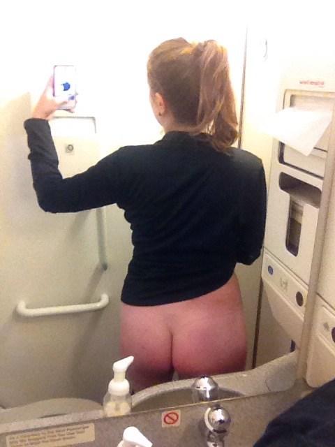 外国人エロ画像w空飛ぶ飛行機の中でおふざけしちゃう素人美少女がヤバいポルノ!!!!!! 5 140