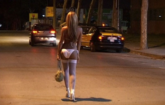 これが世界の売春だ!!立ちんぼが車の男に声をかけて体を売るワンシーンぽるのエロ画像www 54 3