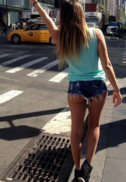 外人エロ画像wこれ犯罪でしょwwww尻もマンコも見えそうなホットパンツで美尻見せまくりwwwww 11 56