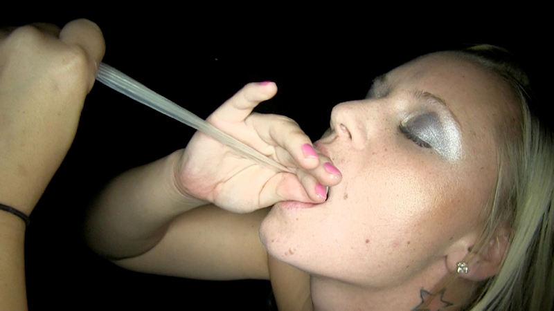外人エロ画像w素人美少女がセックス後にコンドームでおふざけしちゃうポルノwwwwwwwww 15 43