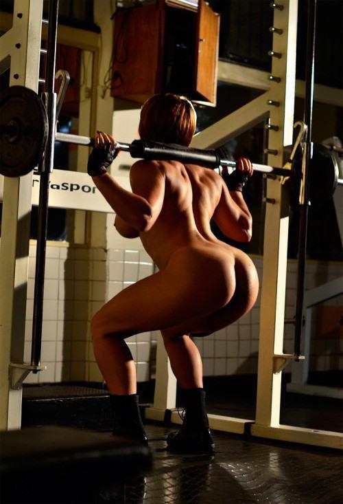 外人エロ画像wスポーツクラブでエロいおふざけしちゃう素人美女がヤバすぎるだろwwwwwww 15 49