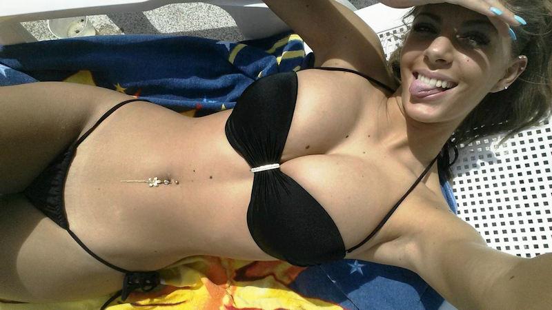 外人エロ画像!黒い水着姿で男を魅了するプロポーション最高の美女ポルノwwwwwww 17 48
