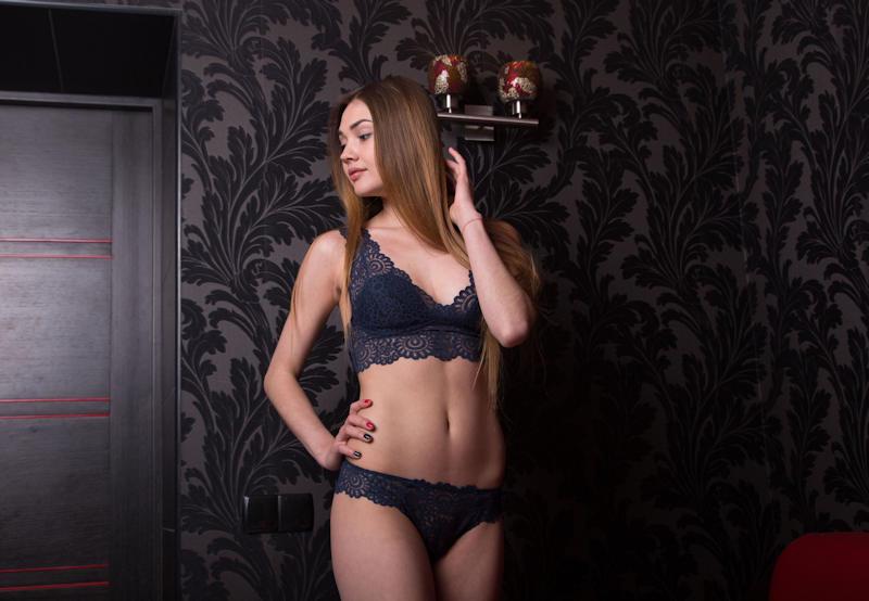 ランジェリー綺麗なお姉ちゃんが下着姿で魅了するポルノエロ画像wwwwww 18 131