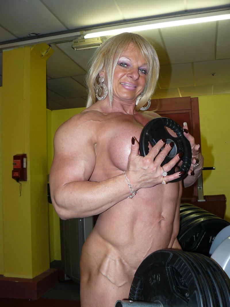 外人エロ画像wスポーツクラブでエロいおふざけしちゃう素人美女がヤバすぎるだろwwwwwww 18 49