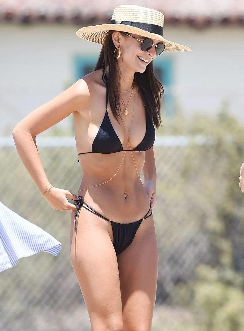 外人エロ画像!黒い水着姿で男を魅了するプロポーション最高の美女ポルノwwwwwww 2 45