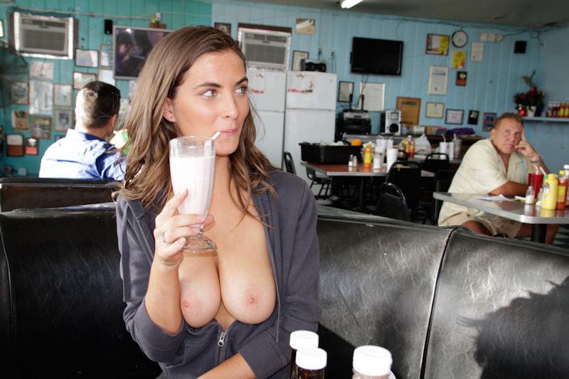 お店でおふざけwオッパイ丸出し露出狂だろwwwポルノエロ画像wwwwww 21 113