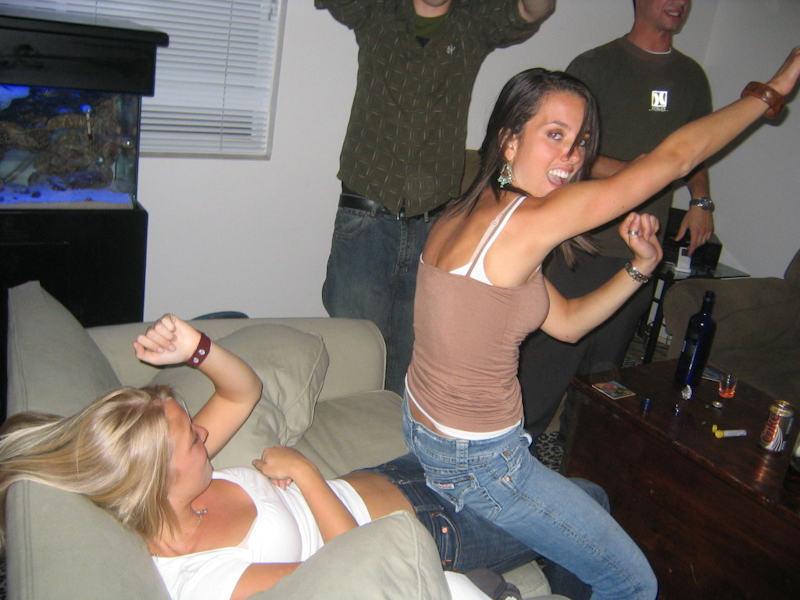 外国人ポルノエロ画像w酔っぱらって寝てる素人外国人がいたずらされちゃうwwwwwww 21 120