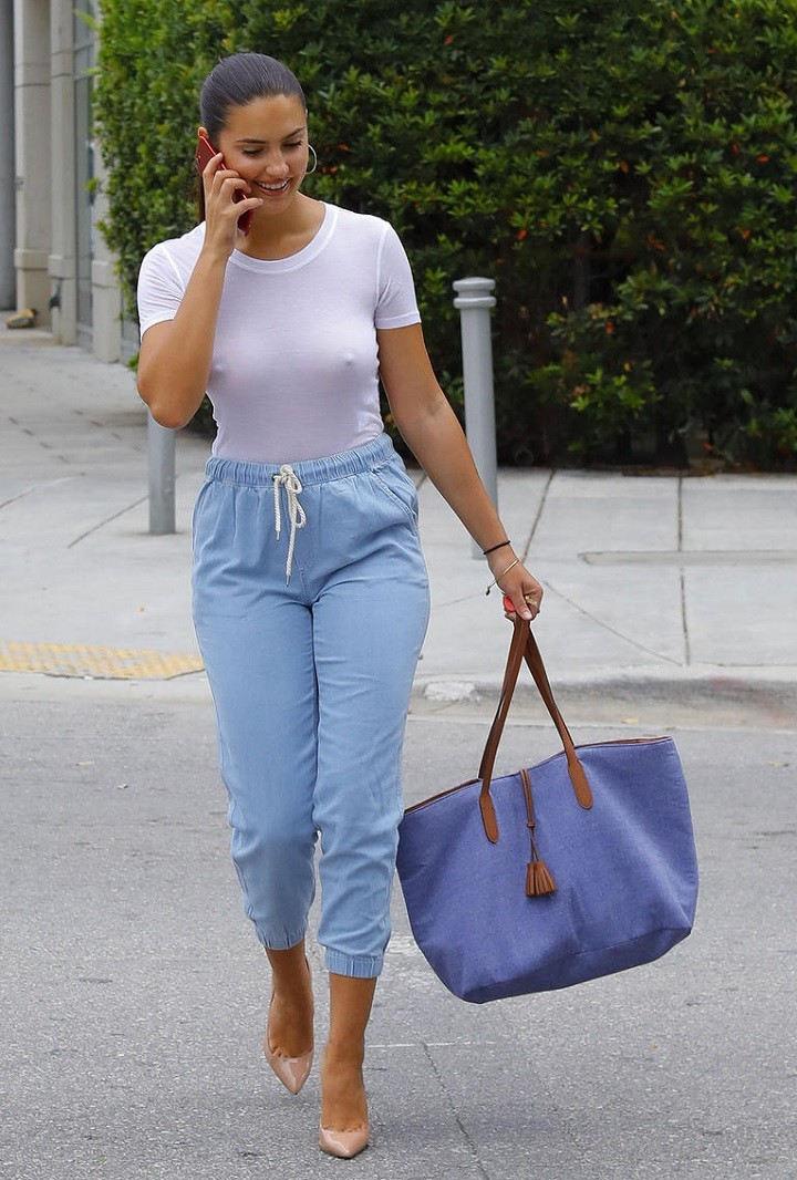 外人エロ画像w乳首立ってるやんwノーブラで街を歩く素人美女外人ポルノ写真集wwwwwwww 21 78