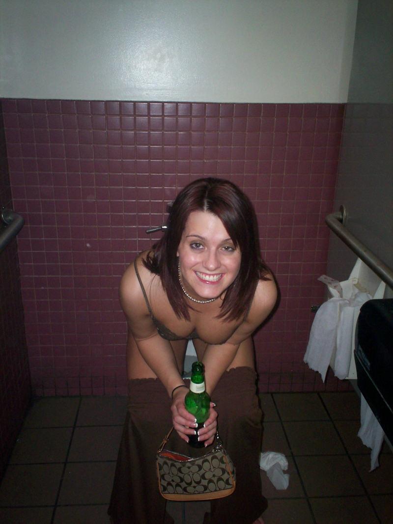 外国人ポルノエロ画像w酔っぱらって寝てる素人外国人がいたずらされちゃうwwwwwww 22 122