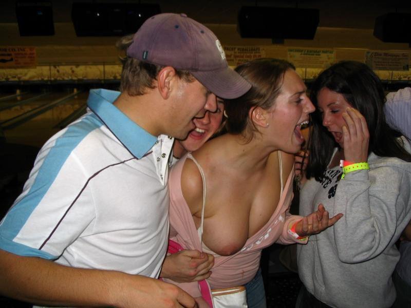 外人エロ画像!ビックリ!!乳首フル勃起してる素人が盗撮でポロリ撮影されちゃうポルノwwwwwwwwww 23 23