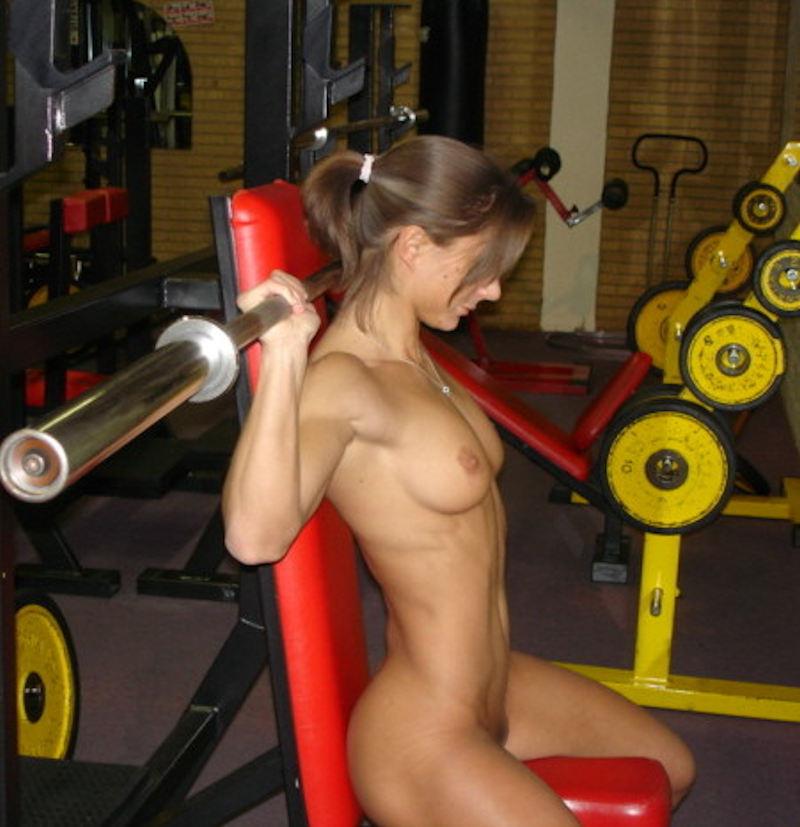 外人エロ画像wスポーツクラブでエロいおふざけしちゃう素人美女がヤバすぎるだろwwwwwww 23 56