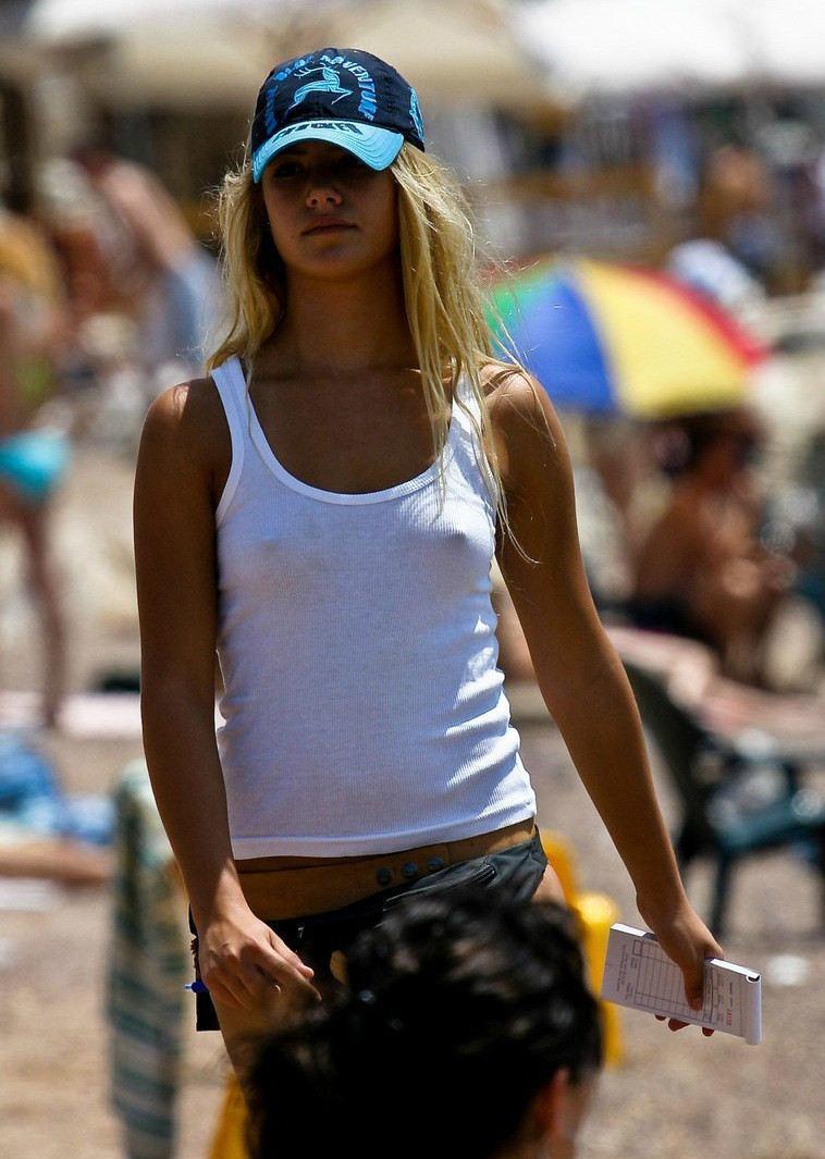 外人エロ画像w乳首立ってるやんwノーブラで街を歩く素人美女外人ポルノ写真集wwwwwwww 24 83