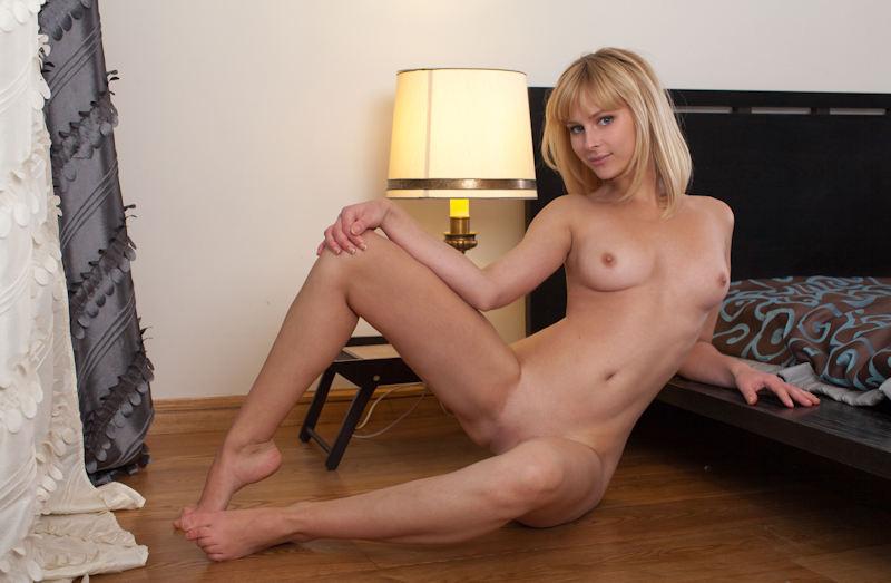 外国人エロ画像w金髪極上エロ美女が全裸ヌード見せちゃうww抜けるポルノwwwwwwwww 25 6