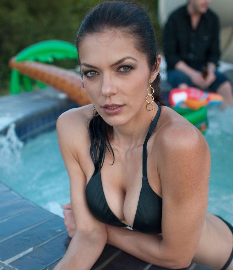 外人エロ画像!黒い水着姿で男を魅了するプロポーション最高の美女ポルノwwwwwww 25 62