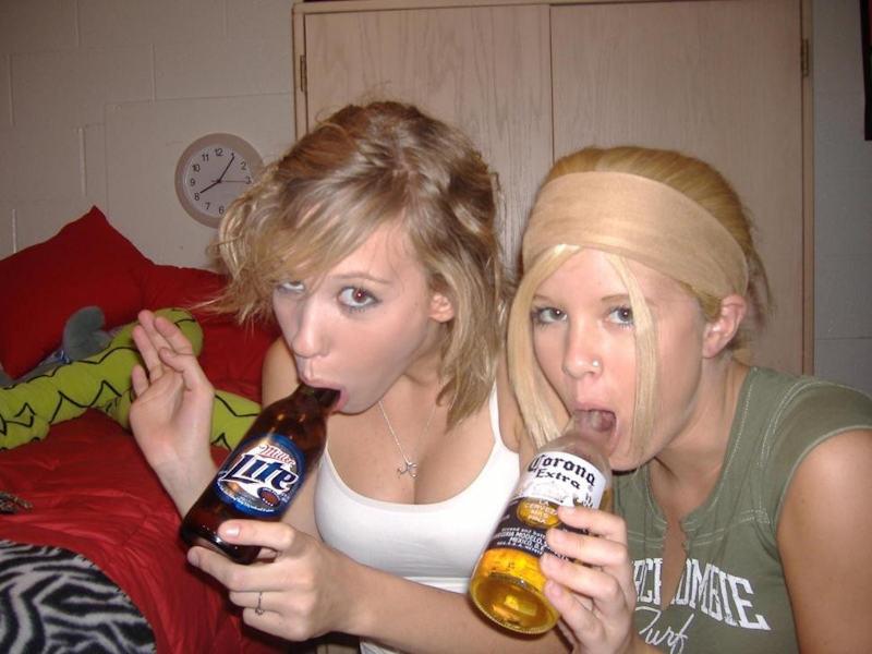外国人ポルノエロ画像w酔っぱらって寝てる素人外国人がいたずらされちゃうwwwwwww 26 129