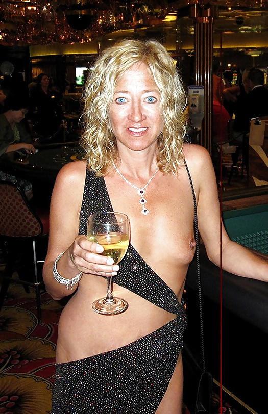 外国人のド派手すぎる露出狂ポルノエロ画像wwww 29 142