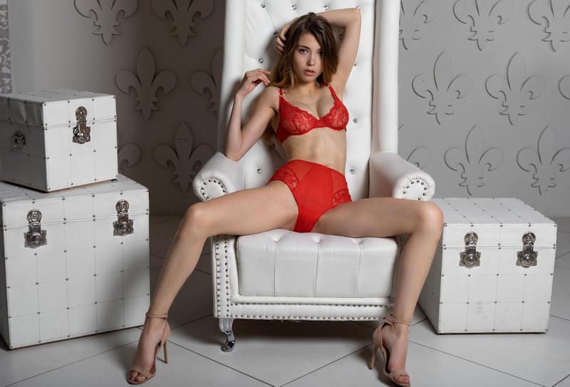 ランジェリー綺麗なお姉ちゃんが下着姿で魅了するポルノエロ画像wwwwww 3 130