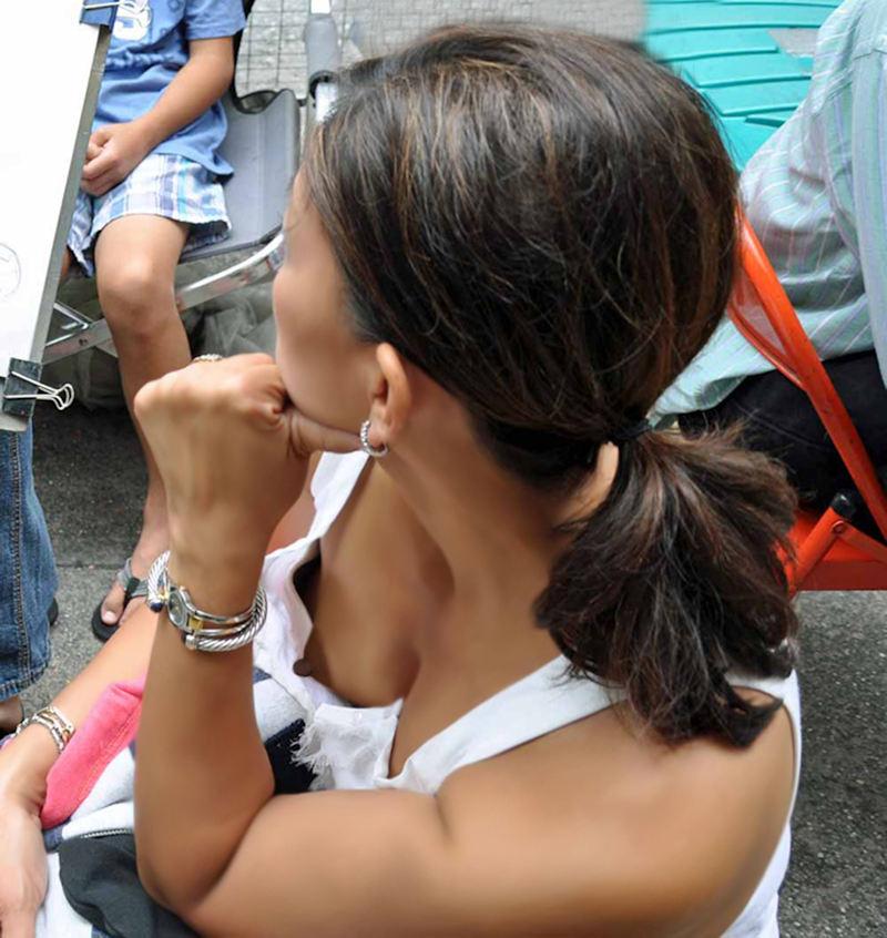 外人エロ画像w素人美女が胸チラwwwオッパイが綺麗でマジで最高やんwwwwwwwww 33 50