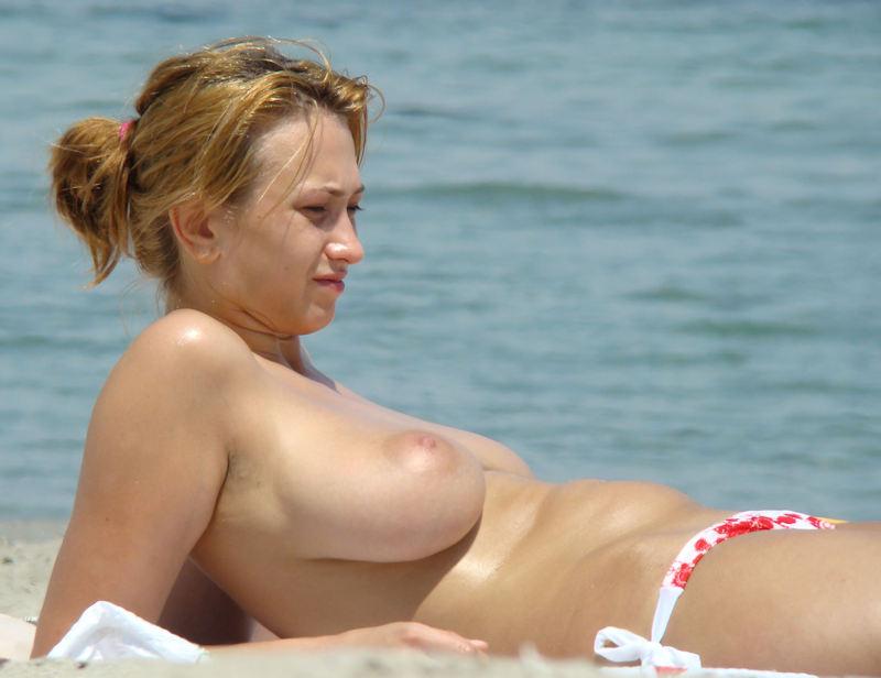 ポルノエロ画像wヌーディストビーチでおっぱい丸出しw爆乳美女が見せる!見せる!!!見せつけるぞ!!!!!!! 36 87