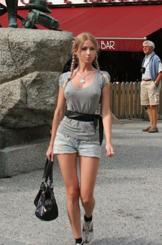 外人エロ画像w乳首立ってるやんwノーブラで街を歩く素人美女外人ポルノ写真集wwwwwwww 46 79