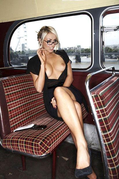 超ヤバすぎるwwwバスの中でとってもいやらしこと楽しんじゃう素人美女外国ポルノエロ画像wwwwww 47 106
