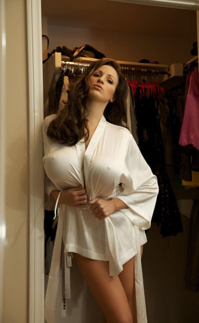 外人エロ画像w乳首立ってるやんwノーブラで街を歩く素人美女外人ポルノ写真集wwwwwwww 49 75
