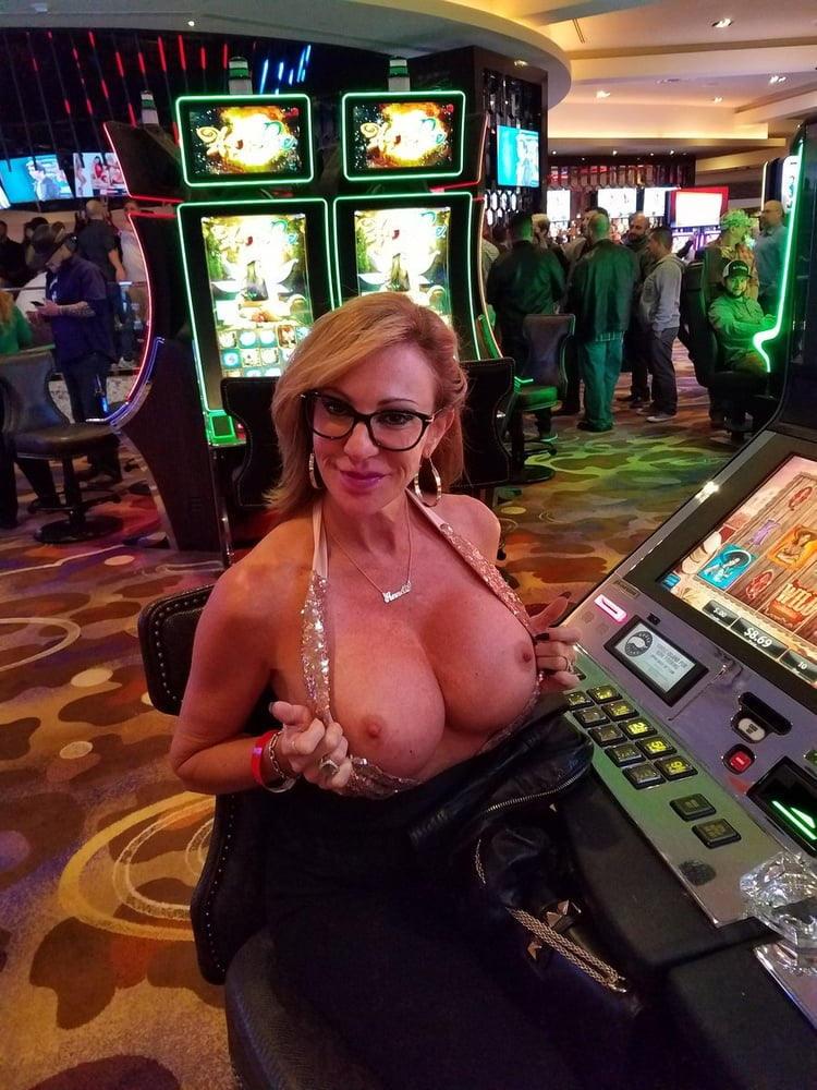 外国人のド派手すぎる露出狂ポルノエロ画像wwww 5 126