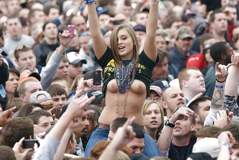乳首丸出しwww素人美女外国がおふざけで大勢の前でオッパイ丸出ししたったwwwwwwwwwww 50 108