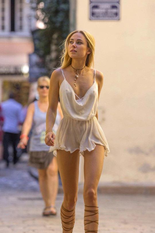 外人エロ画像w乳首立ってるやんwノーブラで街を歩く素人美女外人ポルノ写真集wwwwwwww 51 63