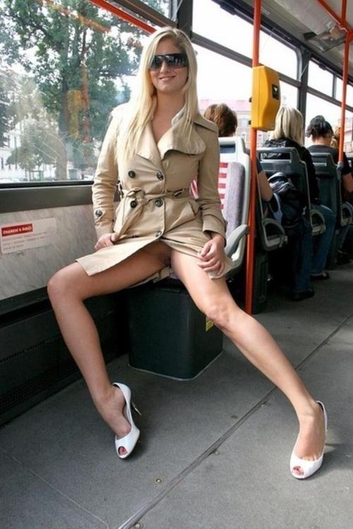 超ヤバすぎるwwwバスの中でとってもいやらしこと楽しんじゃう素人美女外国ポルノエロ画像wwwwww 56 71