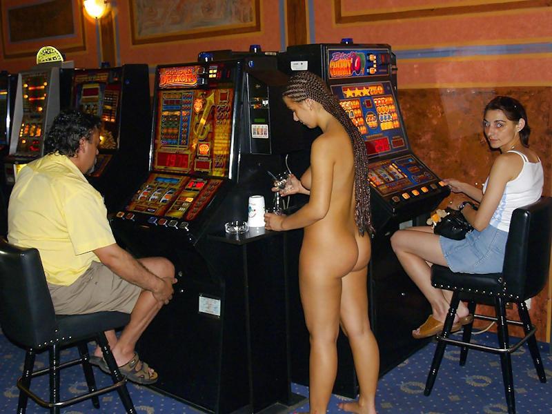 外国人のド派手すぎる露出狂ポルノエロ画像wwww 60 69
