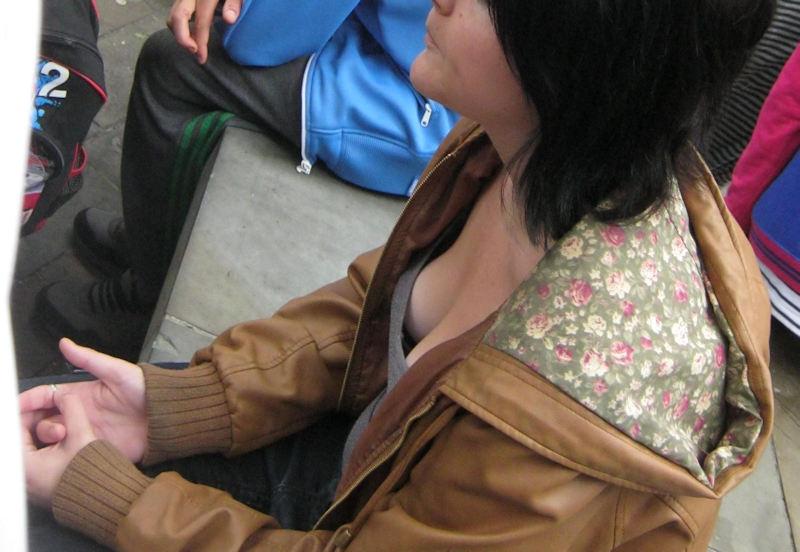 外人エロ画像w素人美女が胸チラwwwオッパイが綺麗でマジで最高やんwwwwwwwww 61 19