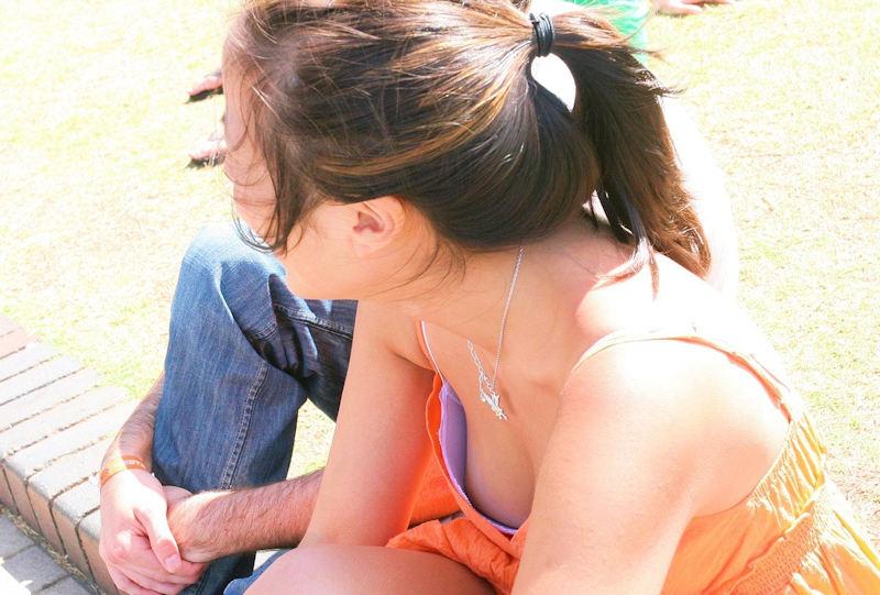 外人エロ画像w素人美女が胸チラwwwオッパイが綺麗でマジで最高やんwwwwwwwww 64 15