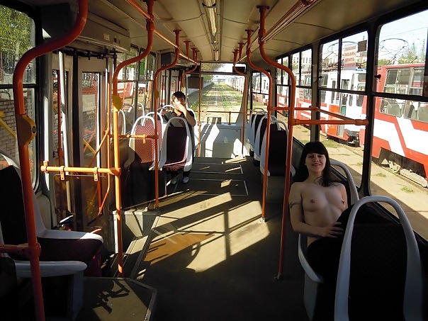 超ヤバすぎるwwwバスの中でとってもいやらしこと楽しんじゃう素人美女外国ポルノエロ画像wwwwww 64 46