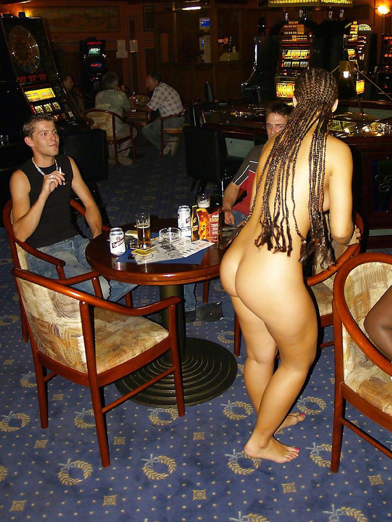 外国人のド派手すぎる露出狂ポルノエロ画像wwww 64 48