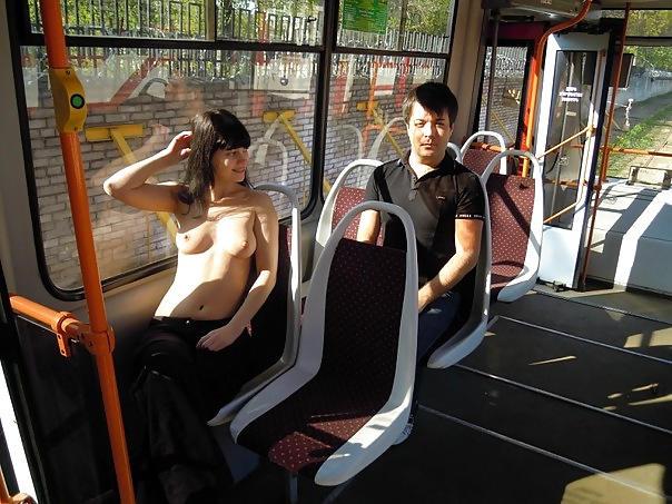 超ヤバすぎるwwwバスの中でとってもいやらしこと楽しんじゃう素人美女外国ポルノエロ画像wwwwww 65 46